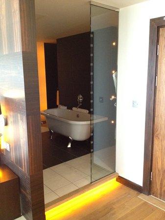 ABode Chester : led lit bathroom