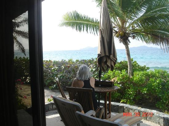 Surfsong Villa Resort: View of the ocean