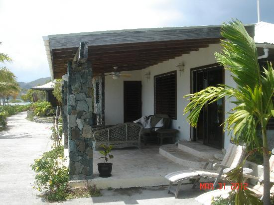 Surfsong Villa Resort: The porch