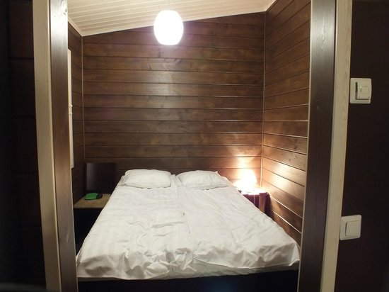 Nellim Wilderness Hotel: Bedroom in the Cabin