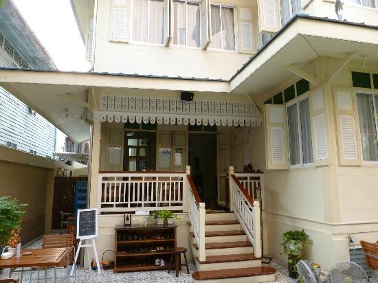 Baan Dinso Hostel: entrée de l'hôtel