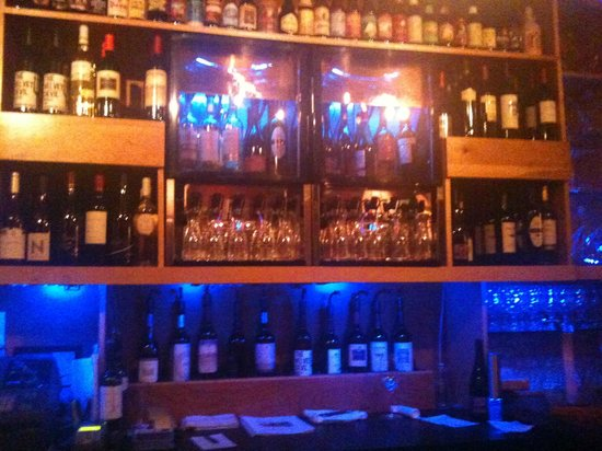 Perrone's Restaurant and Bar: Perrone's Beer and Wine Bar