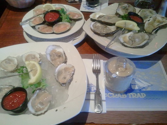 The Crab Trap: Long Islands, PEI's, and local clams. All great!