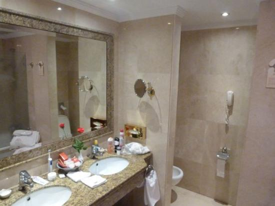 Hotel Botanico & The Oriental Spa Garden: Room 221 bathroom