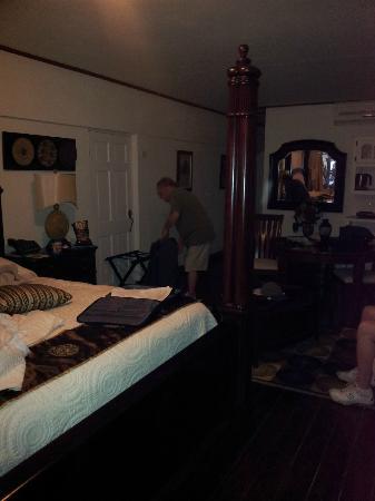 Beachcombers Hotel: Room 2