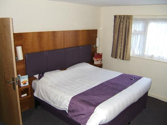 Premier Inn Knutsford (Bucklow Hill) Hotel: Bedroom