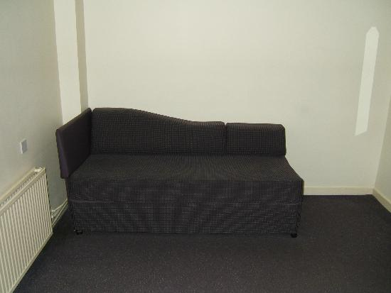 Premier Inn Knutsford (Bucklow Hill) Hotel: Sofa