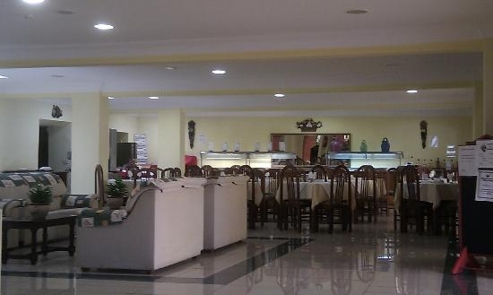 La Carabela Apartments: Dining and social area