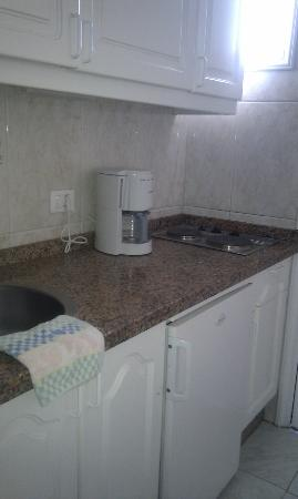 La Carabela Apartments: Kitchenette