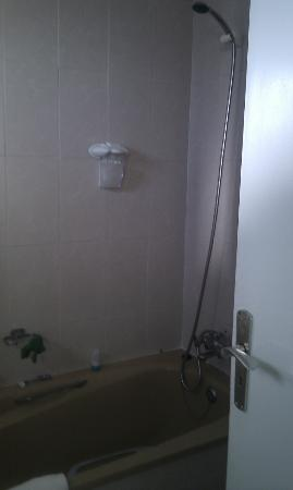La Carabela Apartments: Shower