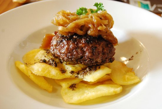 Caputxes : Hamburger with Truffle Potatoes