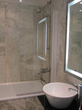 Elite Plaza Hotel Malmo: Fräscht badrum med badkar