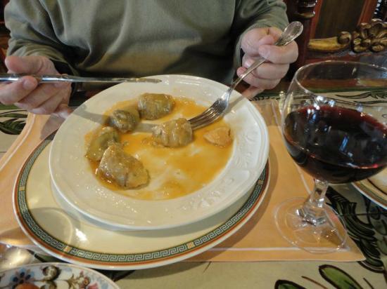 Estella, Spain: Alcachofas naturales rellenas de txangurro