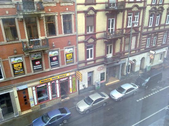 Ibis Styles Frankfurt City: Vistas desde nuestra habitación