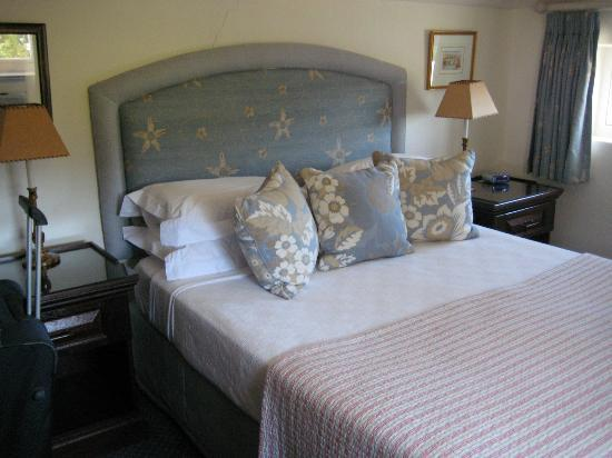 Ashbourne House Guest House: Another view of the bedroom