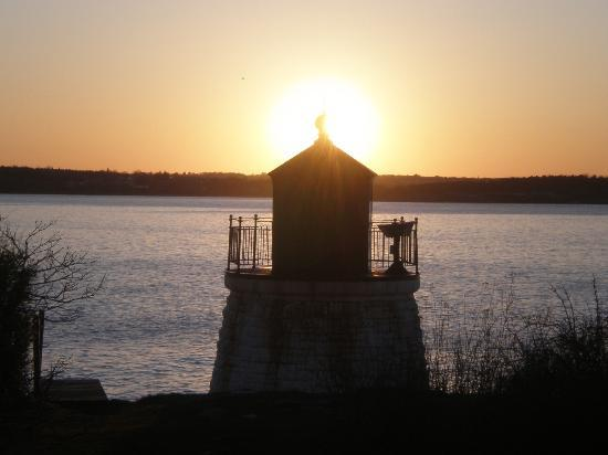 Castle Hill Inn: The sunset by the Castle Hill Lighthouse.