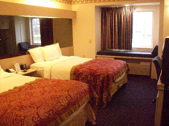 Microtel Inn & Suites by Wyndham Janesville: room with two queen beds