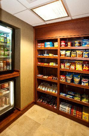 Fairfield Inn & Suites by Marriott Detroit Livonia: The Corner Market-snacks, frozen meals, drinks and toilitries available for purchase