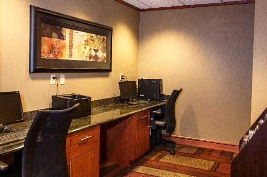 Fairfield Inn & Suites by Marriott Detroit Livonia: Business Center Complimentary Internet and Printing Services available 24 hours