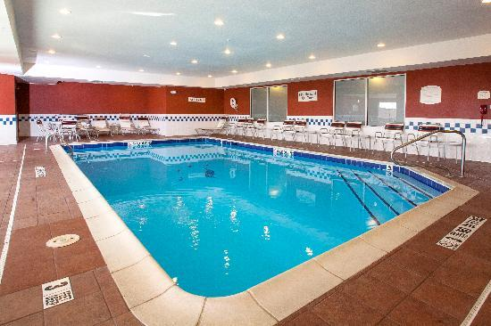 Fairfield Inn & Suites by Marriott Detroit Livonia: Relax in our Indoor Heated Pool.