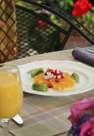 لوكاوت بوينت ليكسايد إن: Breakfast Fruit Appetizer