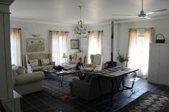 Gooding's Groves Olive Farm & Guest House: Sitting room in villa