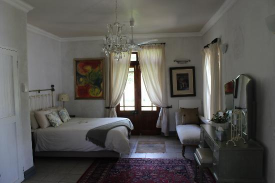 Gooding's Groves Olive Farm & Guest House: main bedroom in villa