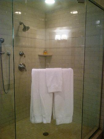 Sanderling Resort: Shower in South Inn