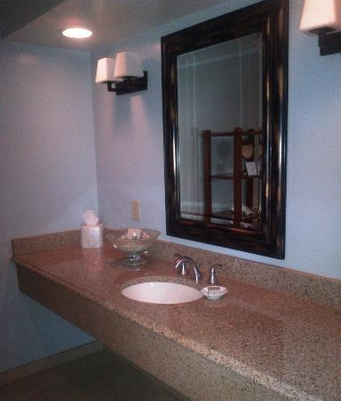 Sanderling Resort: Bathroom Vanity