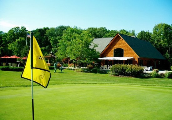Winding Hills Golf Club and Restaurant: A view from the 18th hole