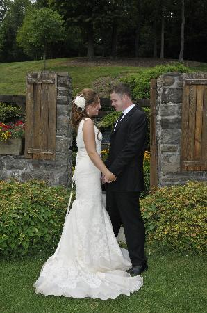 Winding Hills Golf Club and Restaurant: The happy couple down at the Foundation