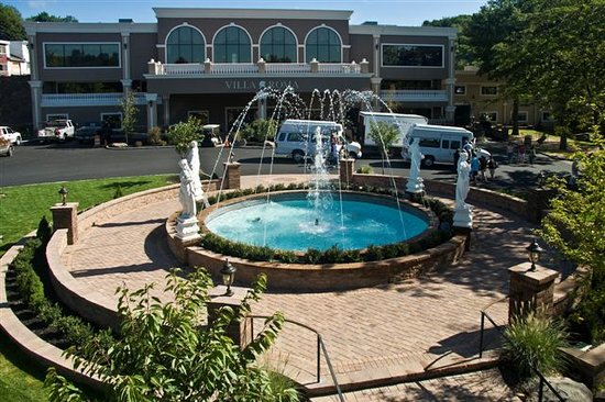 Villa Roma Resort and Conference Center: Beautiful Fountain