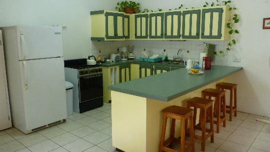 Lance Aux Epines Cottages : Kitchen