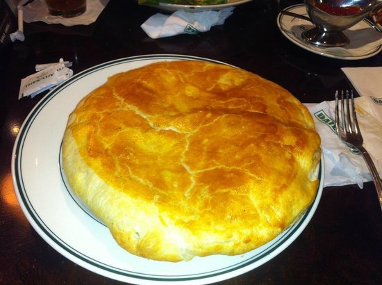Daily Grill - Burbank Marriott Hotel: Chicken Pot Pie