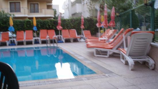 Iltur Apartments : Bar/Pool