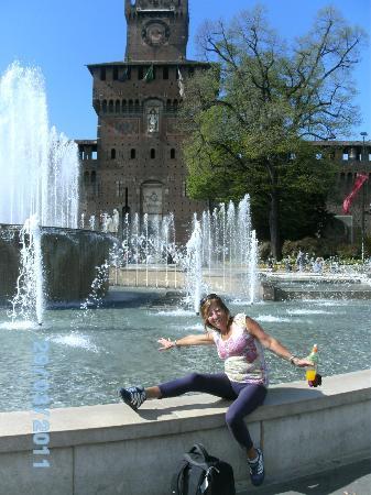 Hotel Bernina : hermosa fuente y detras un bello castillo