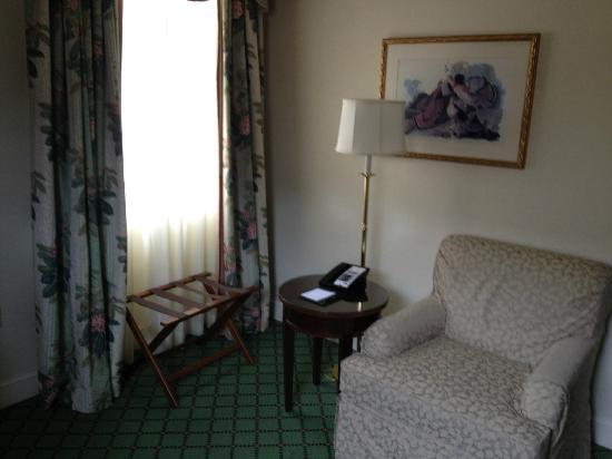 The Carolina Inn: Queen Room Seating Area