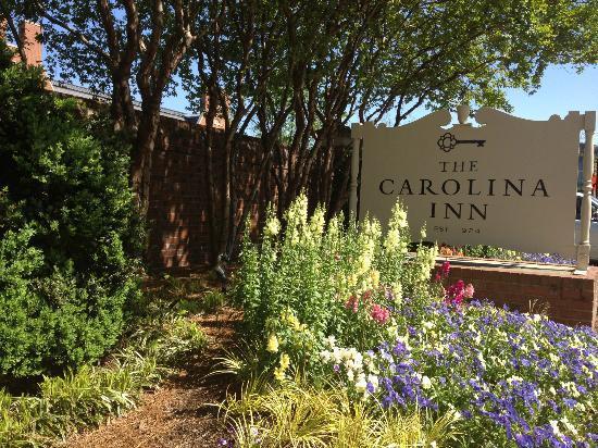 The Carolina Inn: Exterior--Driveway