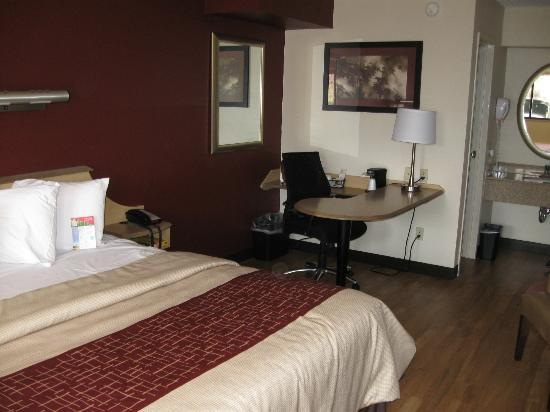 Red Roof Inn Erie: Newly renovated room