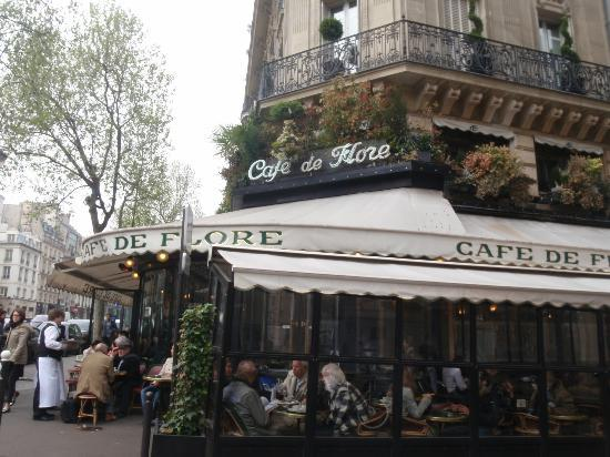Hotel Dauphine Saint Germain: One of the many cafés around the hotel