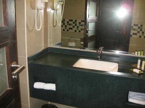 DoubleTree by Hilton Hotel Aqaba : Baño