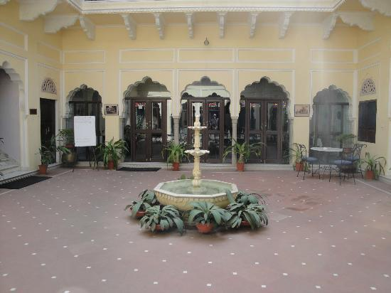 Hotel Mahal Khandela: Patio central