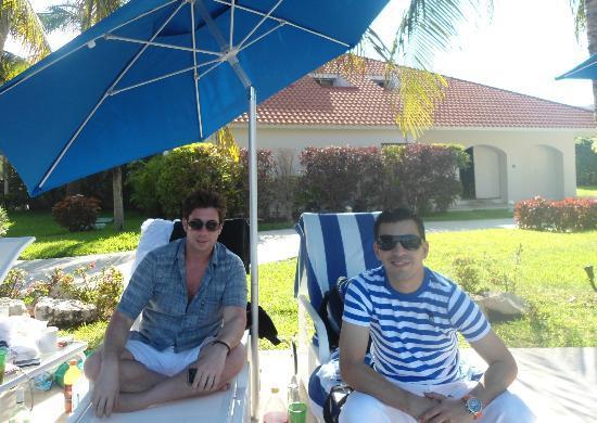 WorldMark Isla Mujeres : Drinking by the pool