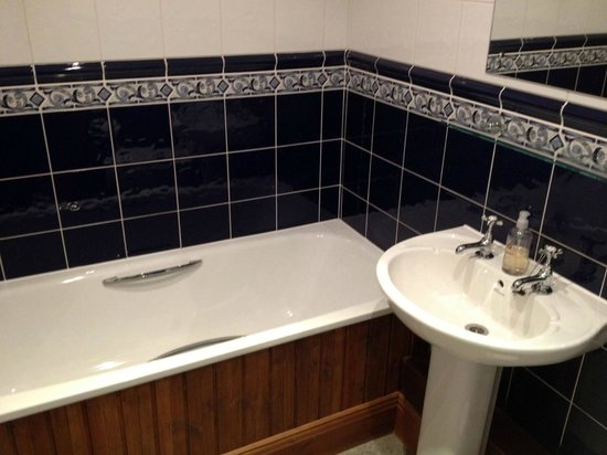 Bath and sink - Picture of The Golden Cup, Burton upon Trent ...