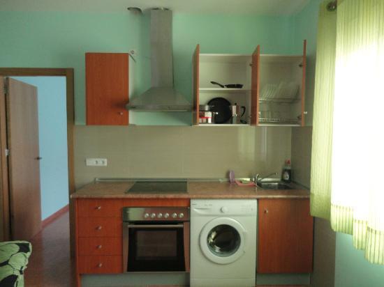 Hotel Ramon y Cajal: Cocina del apartamento