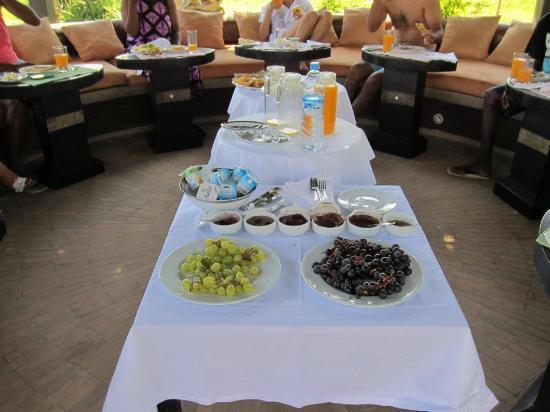Villa Malika Silvana : buffet petit dejeuner