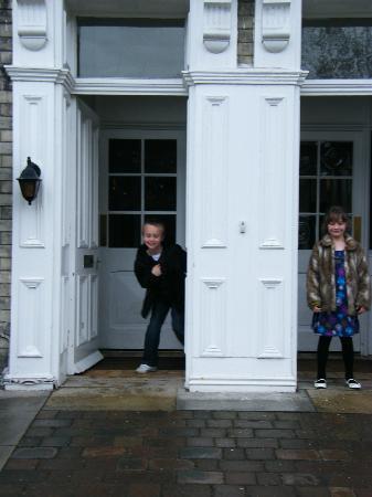 Wheatlands Lodge Hotel: Grandkids' arrival.