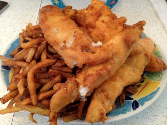 Moby Dick Restaurant: 4 pieces of fish & chips