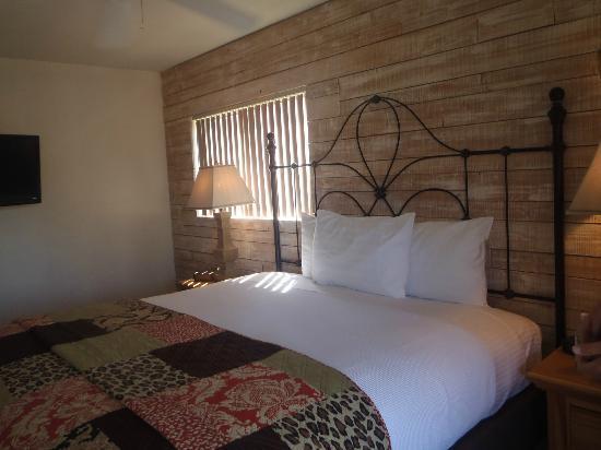 Hotel California: Beautifully decorated room.