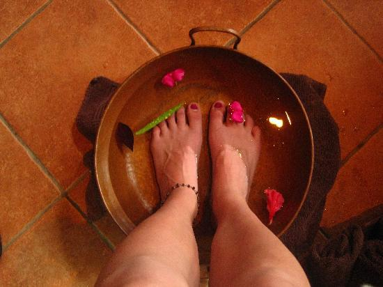 Pure Jungle Spa: Foot bath with essential oils upon entry.